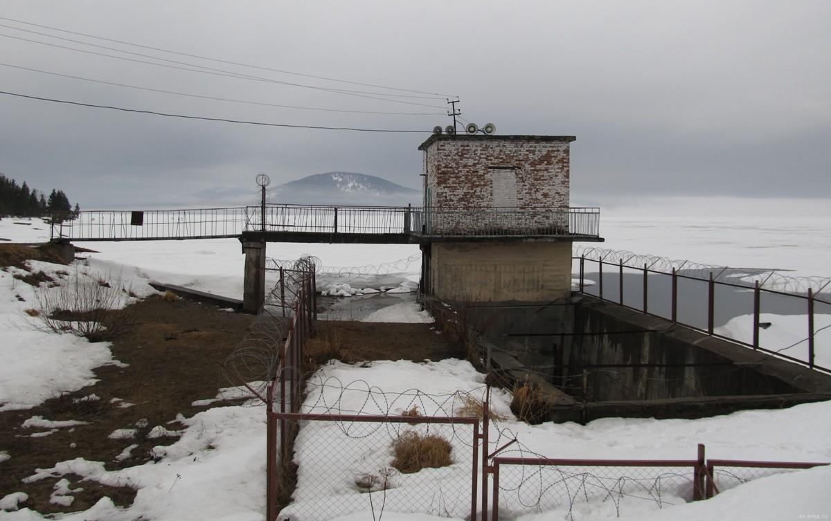 Поселок Зюраткуль. Плотина на озере Зюраткуль (er-erka.ru)