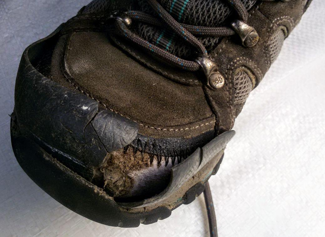 Треккинговые ботинки Karrimor боятся солнечных лучей (в избытке)