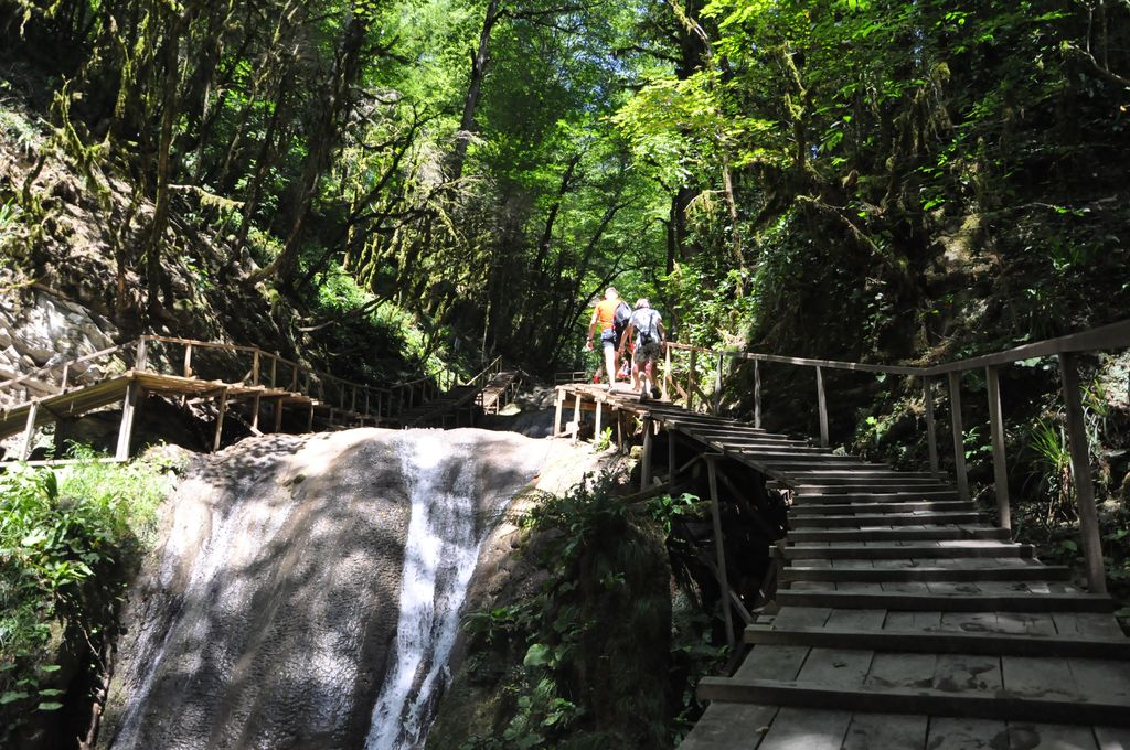 33 водопада. Тропа
