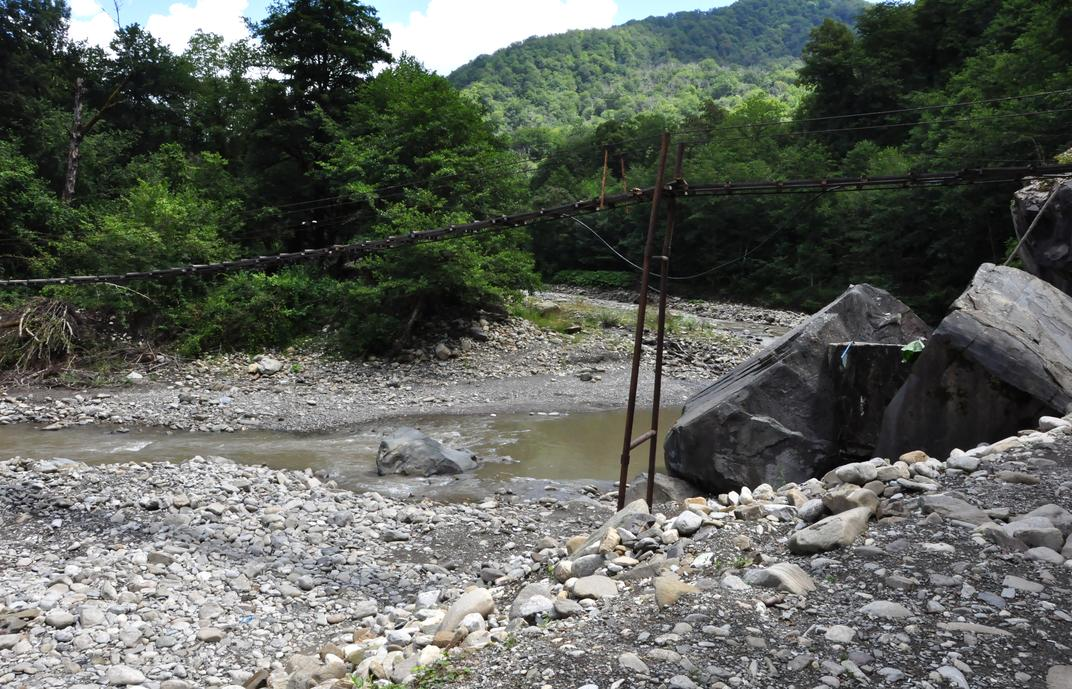 Мост через речку Аше возле подъема к водопаду Шапсуг