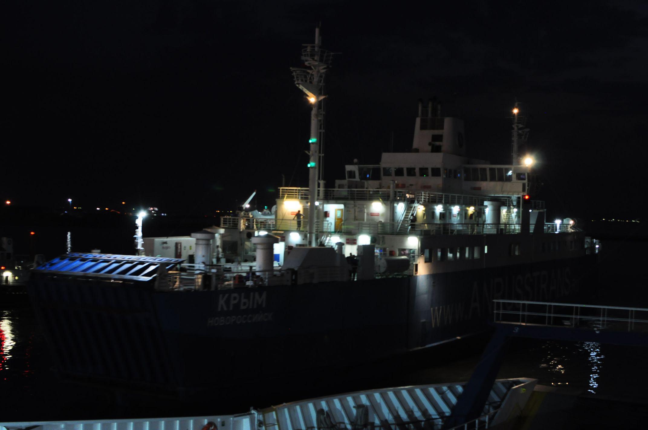 Ночной паром Керченской переправы. Крым в сентябре