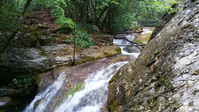 Водопад Джур-джур находится в 15 езды от Малореченского