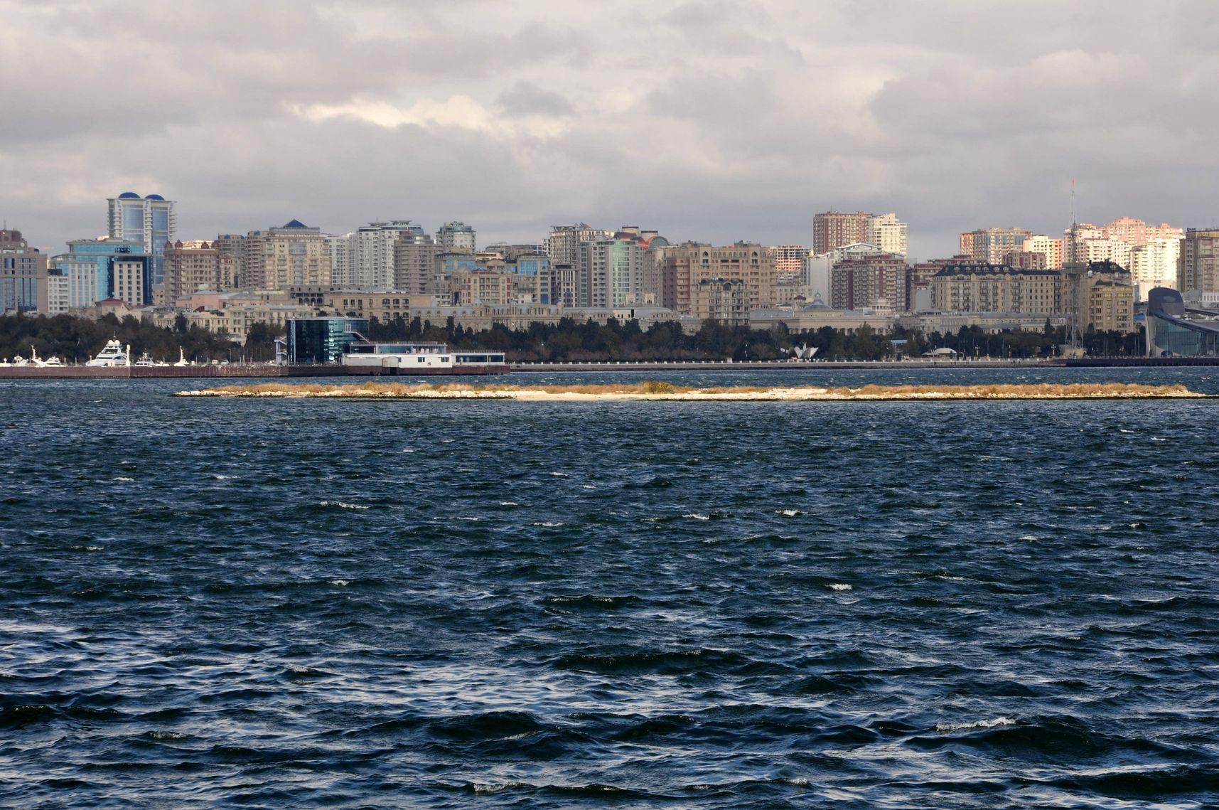 Из Казани в Баку. Вид со стороны Площади государственного флага