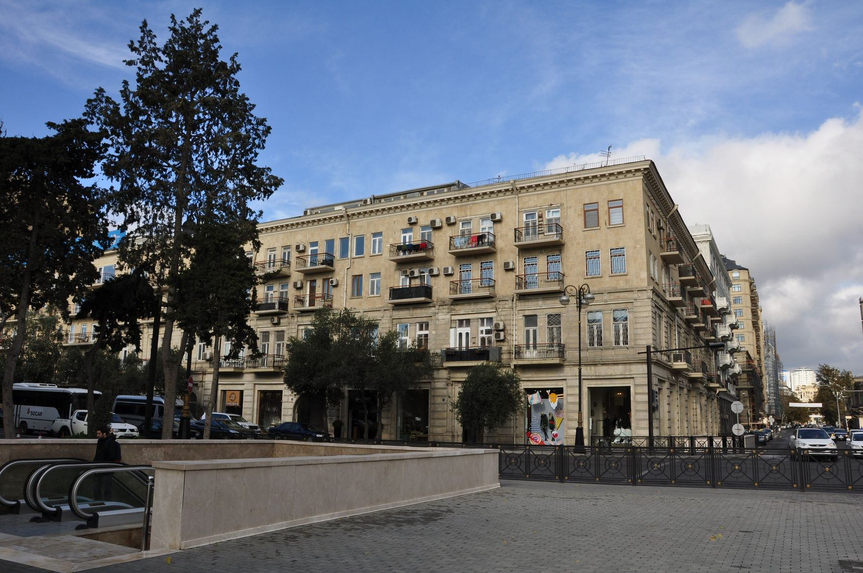 В Баку из Казани. Дом на проспекте Нефтяников (вид с набережной) - 3200 за двое суток
