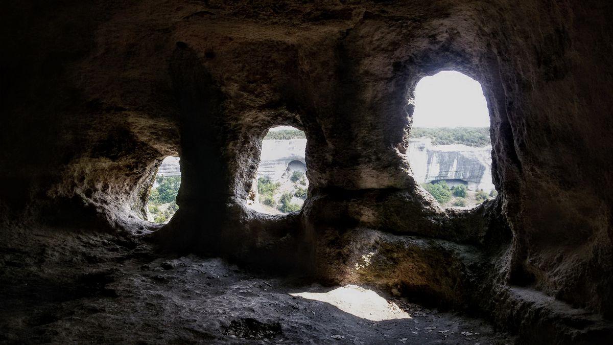 Храм Судилище. Окна