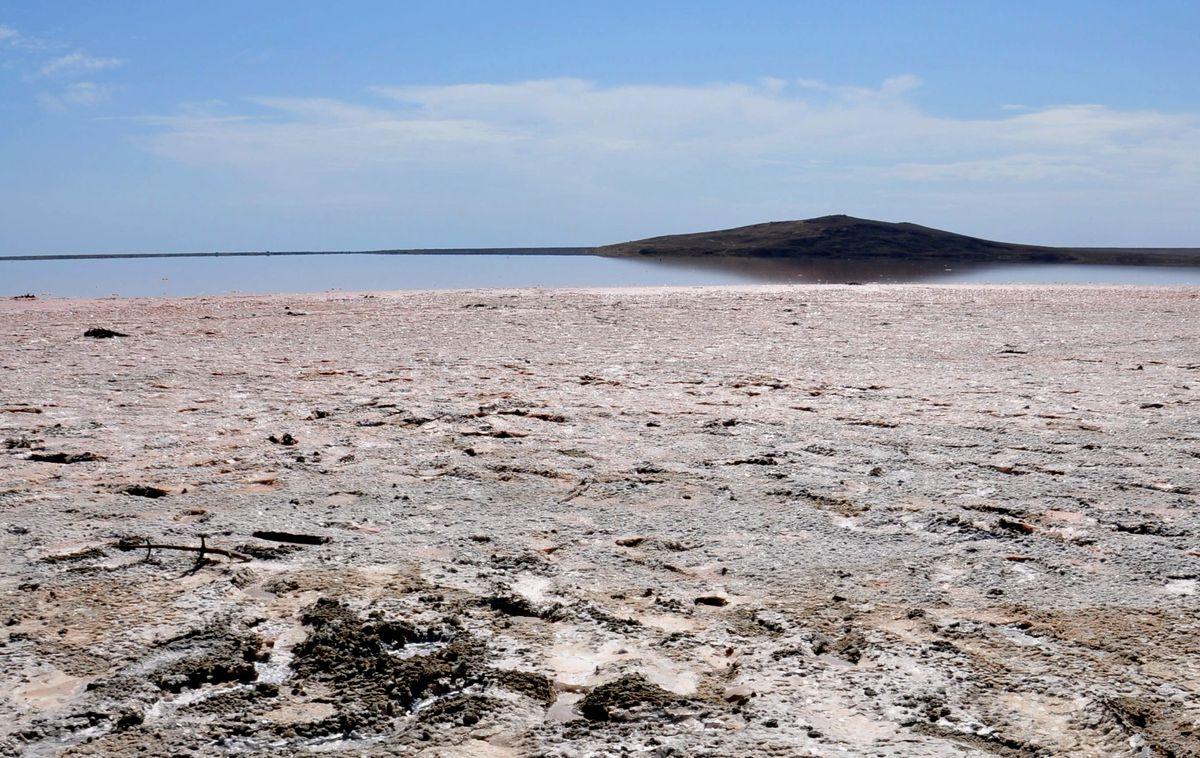 Розовое озеро самое соленое в Крыму