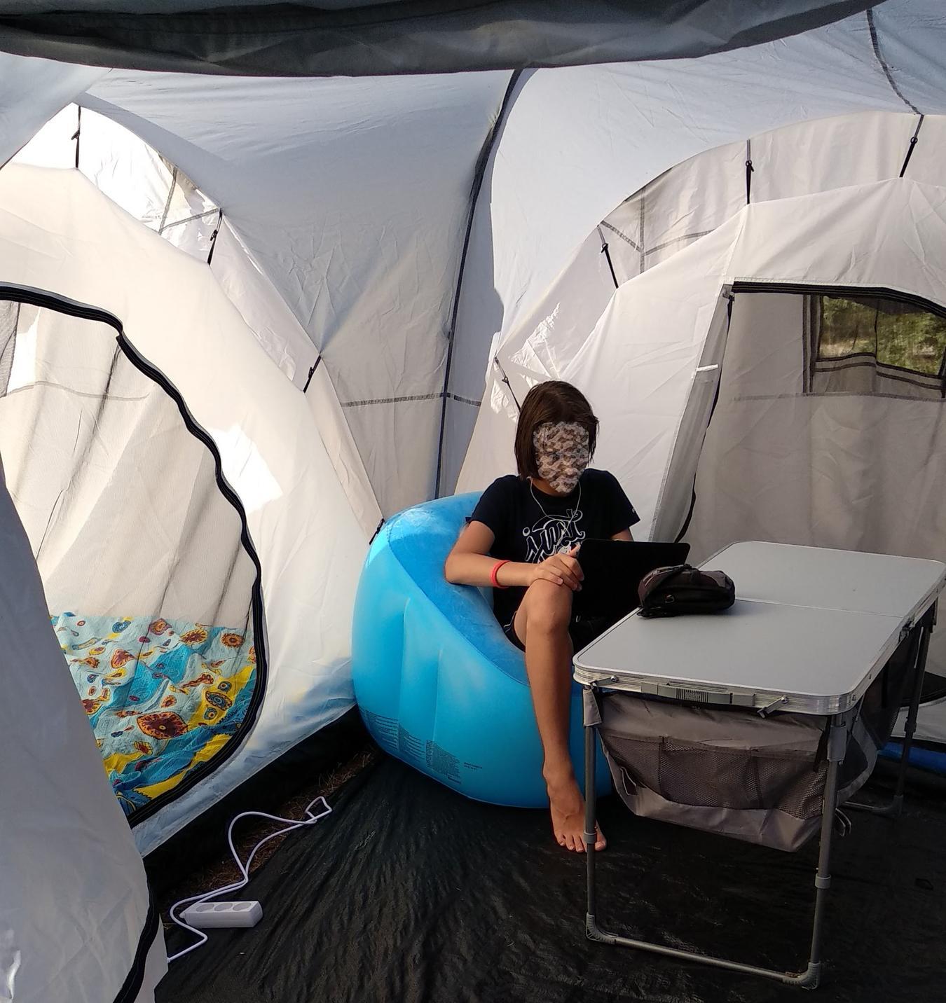 Внутри тамбура палатки Delta 6